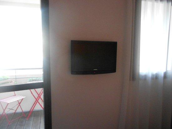 Esatitude Hotel: tv