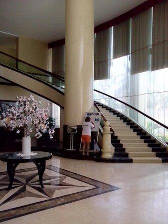 Muong Thanh Grand Nha Trang Hotel : лобби