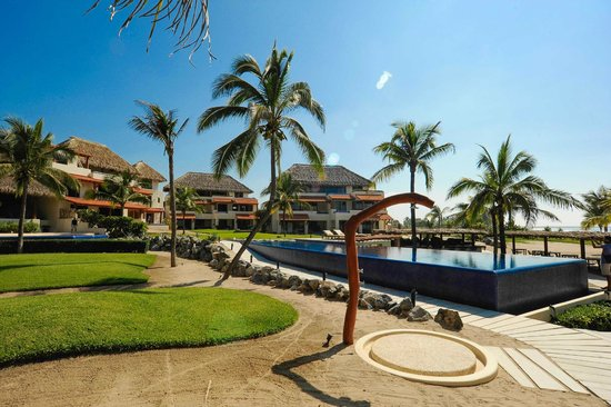 Hotel Las Palmas: Garden and Pool Area