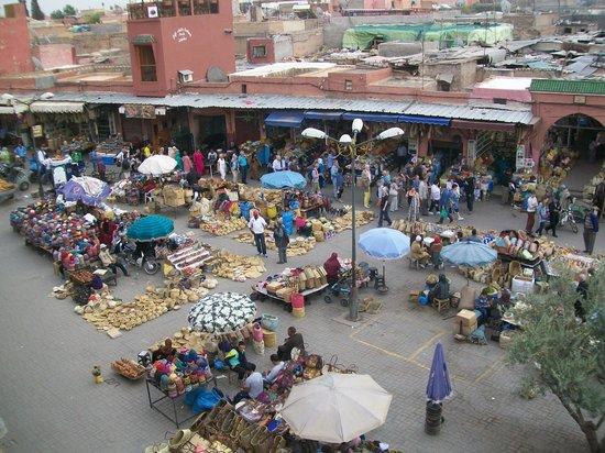 Souks de Marrakech : Place des Esclaves depuis le café des épices