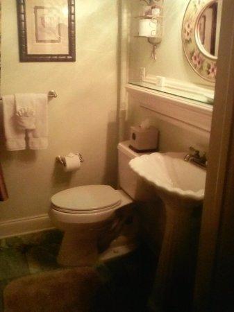 The Cedar House Inn : The Floridian Suite bathroom.