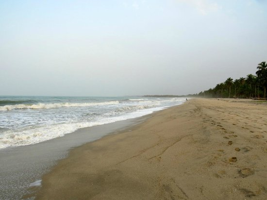 Hotel Hukumeizi: Great open beaches for relaxing walks--the kids loved playing in the surf