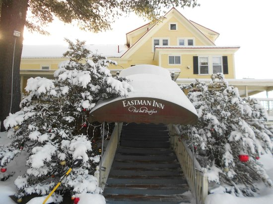 Eastman Inn: Entrance from Parking lot