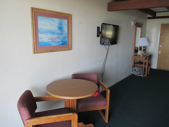 Crescent Beach Motel: Our room