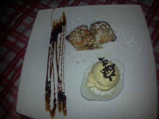 La Mucca Bischera: Strudel di mele con gelato alla vaniglia