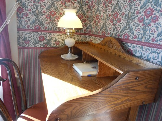 Eastman Inn: Room 9 Writing Desk