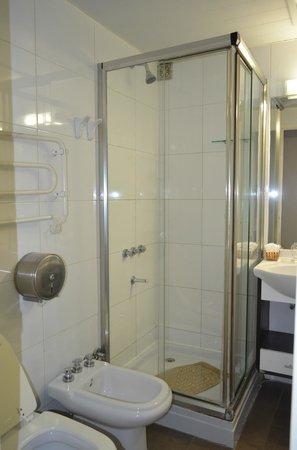 San Martin Hotel Spa: El baño pequeño pero comodo