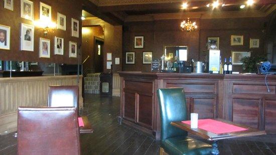 The Coquetvale Hotel: Bar