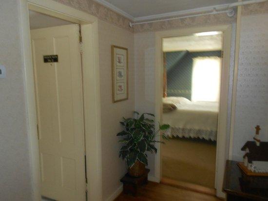 Eastman Inn : Small 3rd Floor Hall