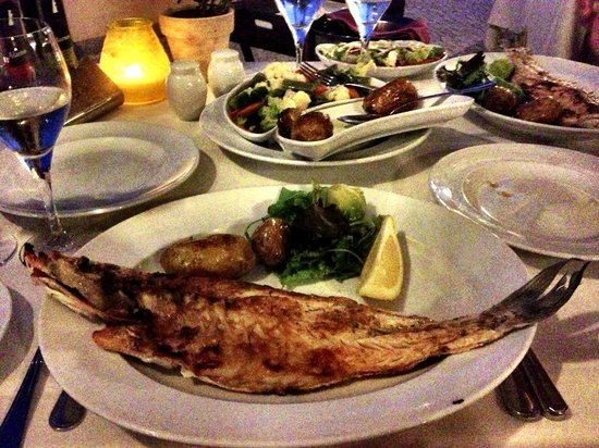 Grande Real Santa Eulalia Resort & Hotel Spa: Fish at the Beach