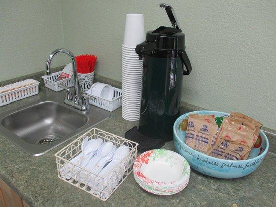 Crescent Beach Motel : Breakfast offerings.