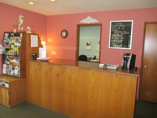 Crescent Beach Motel : The small lobby