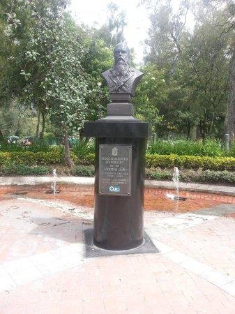 Parque El Ejido: Achei curioso ter um busto de Dostoievsky