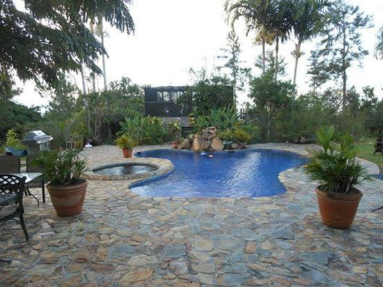 Hidden Valley Inn: Pool/ hot tub