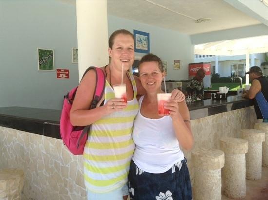 Grand Palladium Lady Hamilton Resort & Spa: enjoying a rum popcicle