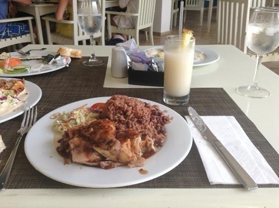 Grand Palladium Lady Hamilton Resort & Spa: jerk chicken