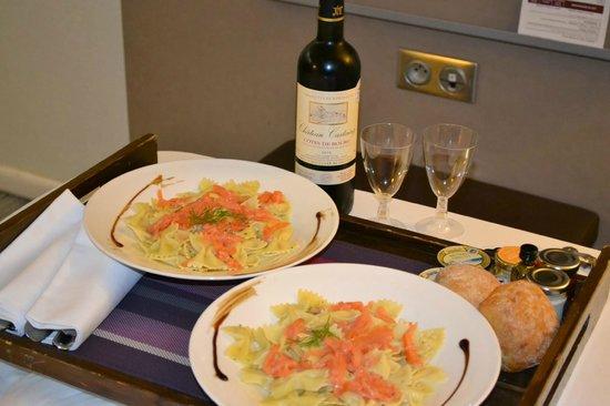 Mercure Paris Centre Eiffel Tower Hotel: Jantar maravilhoso depois de um dia cansativo