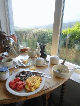 Rowan Tree Cottage : breakfast with a view