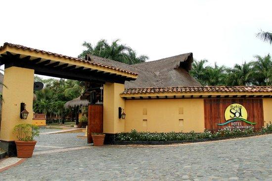 Hotel Porton del Sol: Portón de entrada