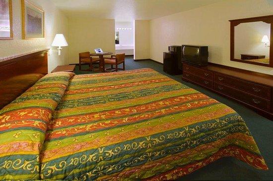 Americas Best Value Inn - Medical Center : One King Bed