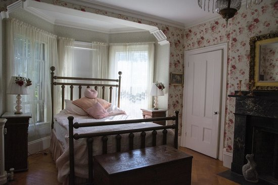 Charles Hovey House: Bedroom