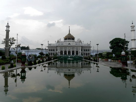 Chhota Imambara: Looks like a small Taj Mahal