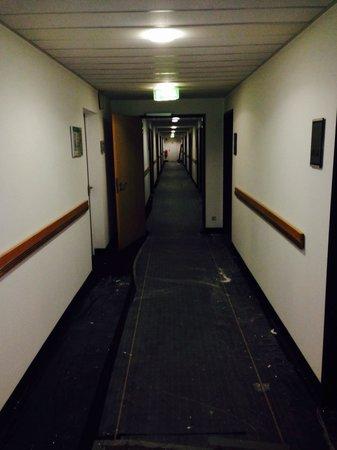 Mercure Hotel Stuttgart City Center: Baustelle Bild 2 - Lärm von 10:00-18:00 Uhr - ein ausweichen auf einen anderes Stockwerk nicht m