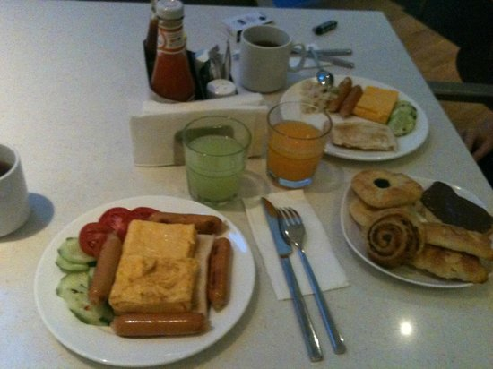 Holiday Inn Express Phuket Patong Beach Central: breakfast