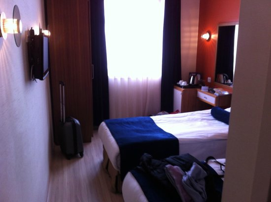 Ambassador Hotel: Mini Zimmer
