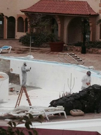 Elba Lucia Sport & Suite Hotel: workmen sanding protective clothing we didnt get any