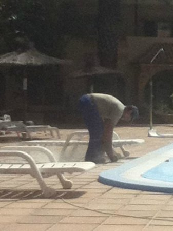 Elba Lucia Sport & Suite Hotel: grinding out the grout dust everywhere