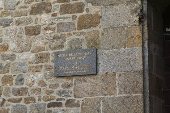 Musée d'Histoire de la ville et du pays malouin : plaque