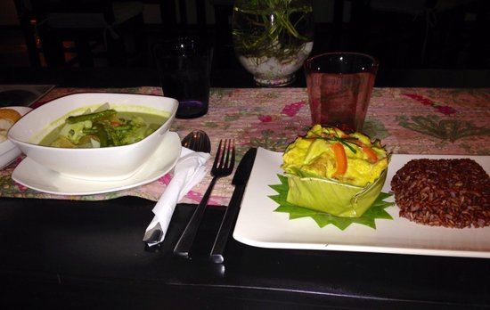 K'NYAY: Veggie green curry and amok