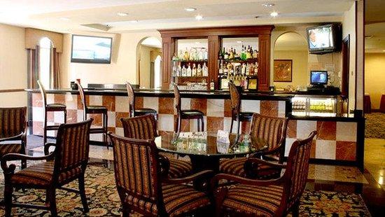 Best Western Plus Heritage Inn: Friendly Bartenders