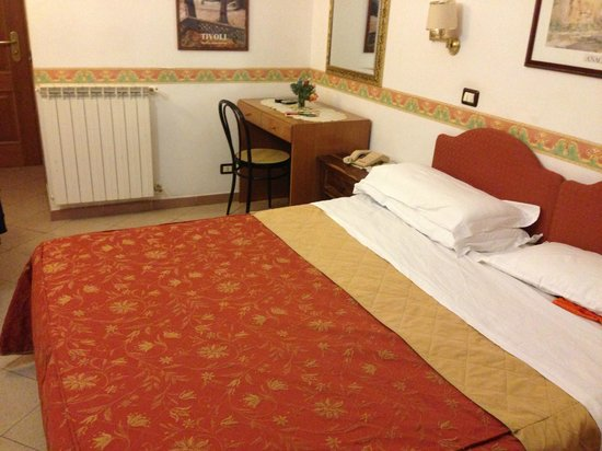 Hotel Giuliana: Room, double bed