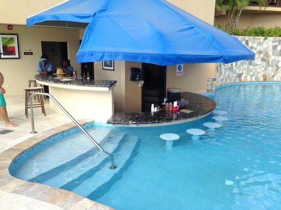 Scrub Island Resort, Spa & Marina, Autograph Collection: Pool/bar