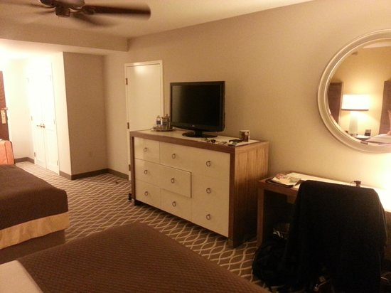Gaylord Palms Resort & Convention Center : TV/Dresser