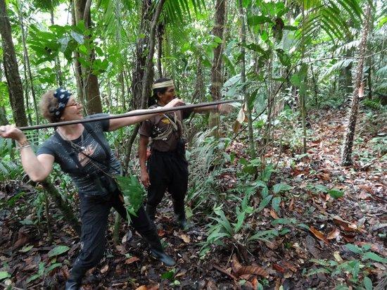 Huaorani Ecolodge: Ewme teaching me to throw a spear