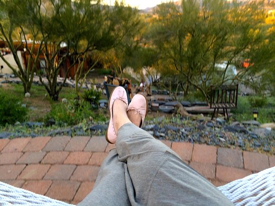 Spur Cross Bed & Breakfast Inn: Relaxed on the hammock patio