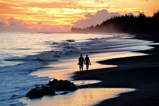 The West Inn Kauai Sunset Beach Walk