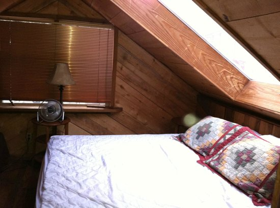 Mountain Air Cabins: upstairs loft king bed