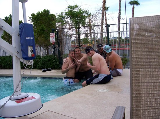 Tropicana Laughlin: Fun in Hot tub