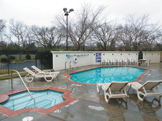 La Quinta Inn & Suites Davis: Pool view
