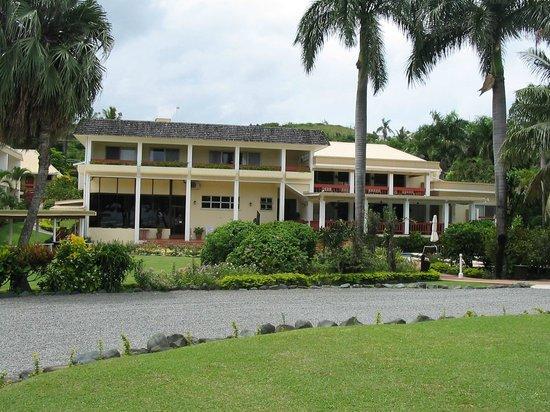 Bedarra Beach Inn : Hotel from road.