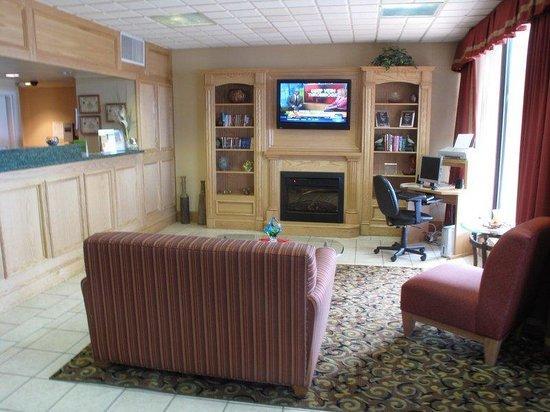 La Quinta Inn & Suites Aberdeen-APG: Lobby