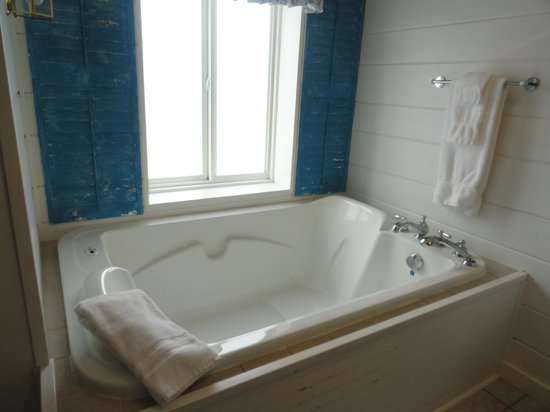 New Buffalo Inn & Spa : Goodrich Room Ultra Jetted Tub 2 person