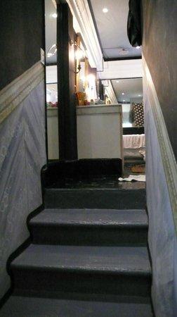 Rivera del Rio : stairs to upstairs bathroom, cortez suite