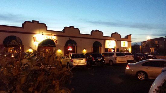 Marcello's Italian Restaurant & Bar on the Piazza: Night picture of the restaurant