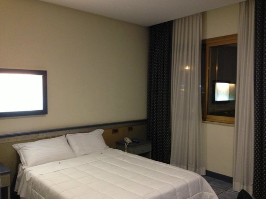 Hotel ibis Styles Palermo: Room, sea view