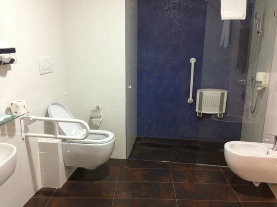 Hotel ibis Styles Palermo : Bathroom